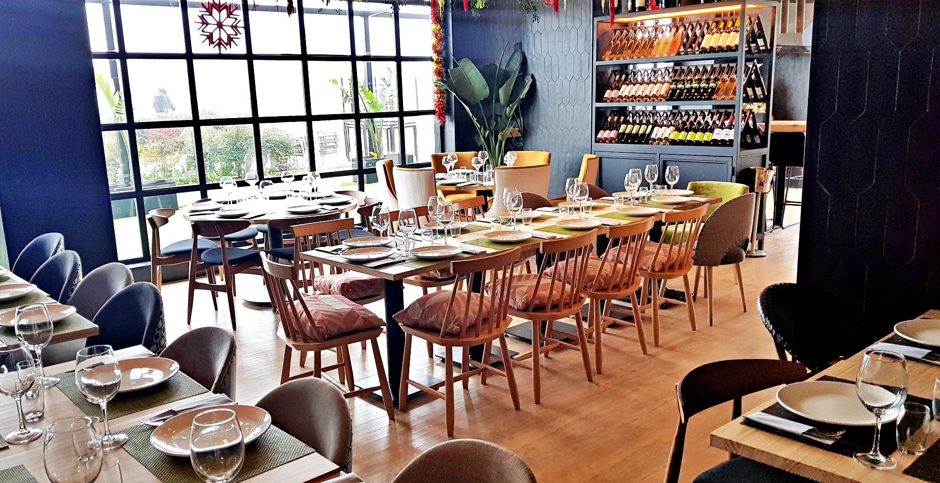 Vista general del salón principal del Restaurante Malabar en Fuenlabrada